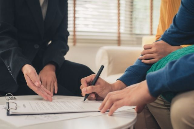 Потребительский кредит в Сбербанке доступен на срок от 3 месяцев до 5 лет в размере от 30 тысяч до 5 млн рублей.