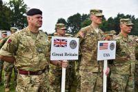 Военнослужащие армии Великобритании и США на открытии многонациональных учений Rapid Trident-2018 на Яворовском полигоне во Львовской области.
