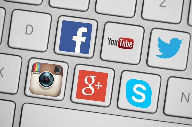 Роскомнадзор пригрозил оборотным штрафами Google, Facebook и Twitter