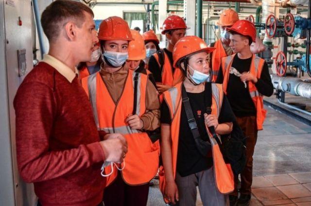 В дни выборов российские школы организуют экскурсии и спортивные игры