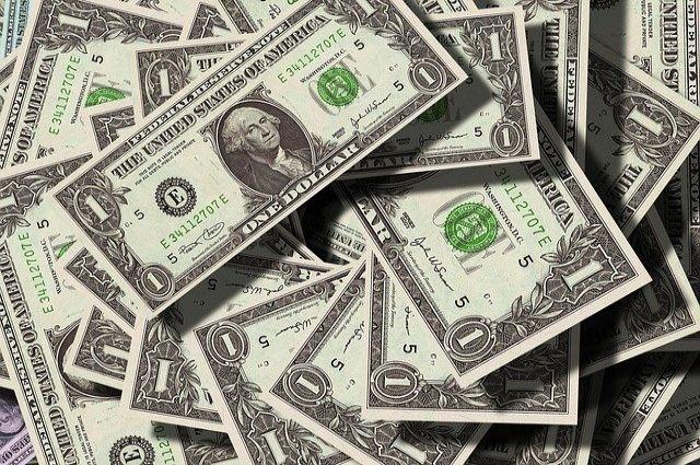 Курс доллара на Московской бирже на начало торгов составляет 72,5 рубля