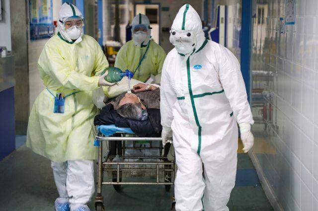 В госпитализации нуждаются пациенты при среднетяжёлом или тяжёлом течении болезни.