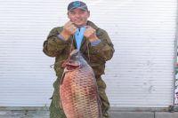 Вес сазана, выловленного на реке Бузан, - 23 кг.
