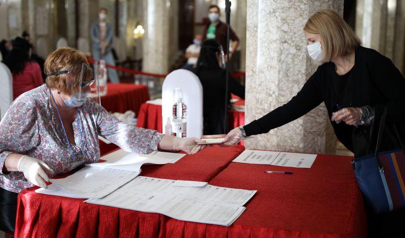 Во время голосования на выборах депутатов Государственной Думы РФ на избирательном участке №20-10 в Белгороде