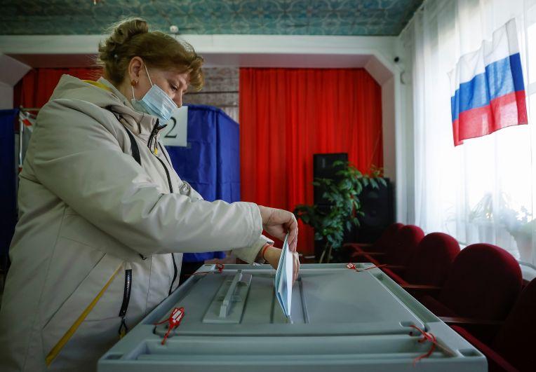 Во время голосования на выборах депутатов Государственной Думы РФ в селе Тарбагатай (Республика Бурятия)