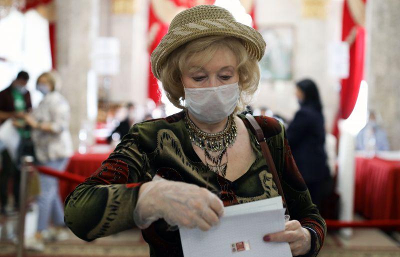 Во время голосования на выборах депутатов Государственной Думы РФ на избирательном участке №20-10 в Краснодаре