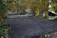На территории двора к концу месяца должны появиться современная детская площадка, зона для занятий спортом и новое уличное освещение.