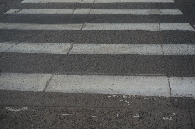 Автомобиль сбил 17-летнюю девушку, которая переходила проезжую часть дороги по нерегулируемому пешеходному переходу.