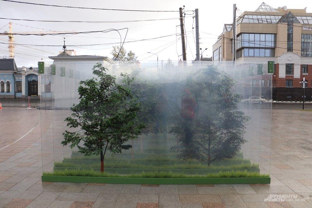 Загадочная инсталляция из стеклянных стен с нарисованными деревьями. То ли для фото, то ли просто любоваться.