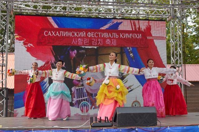 Корейская культура, ее традиции, в том числе - гастрономические, стали неотъемлемой частью повседневной жизни островитян. Это неудивительно, ведь в Южно-Сахалинске проживает самая многочисленная в области корейская диаспора.
