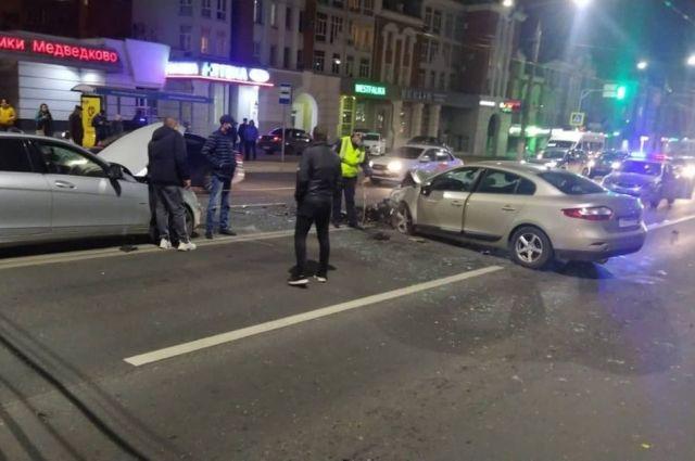 Двое подростков пострадали в ДТП с тремя автомобилями в Чебоксарах