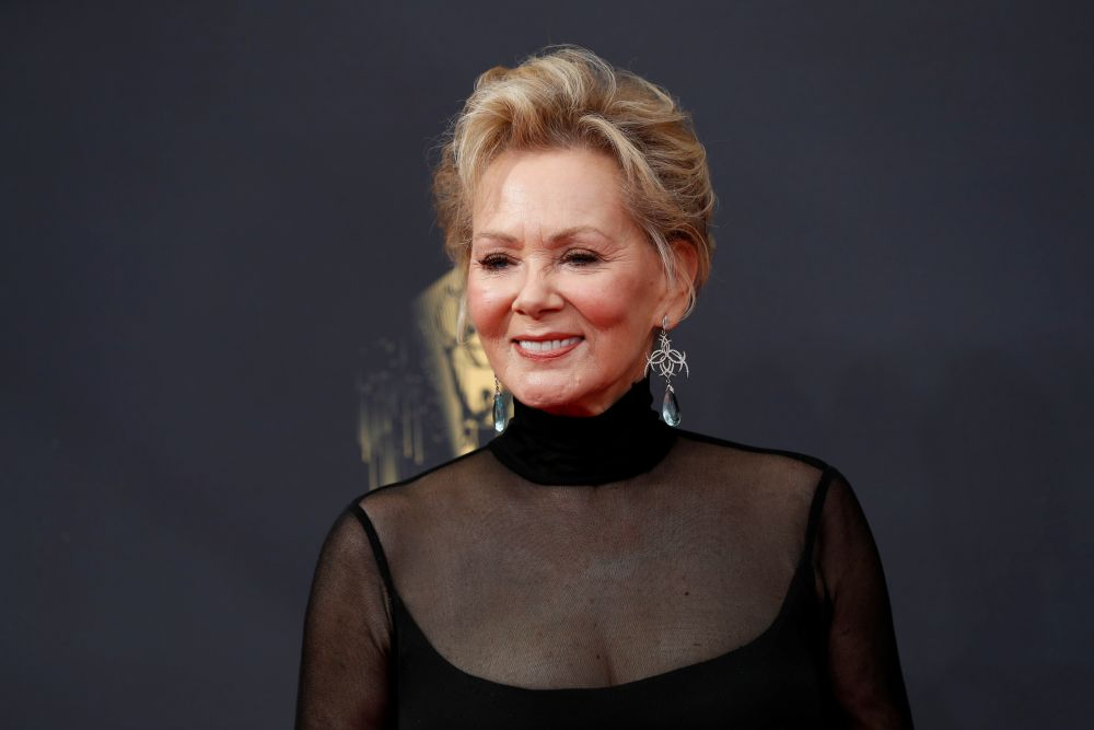 70-летнюю актрису Джин Смарт, сыгравшую в сериалах «Хитрости» и «Мейр из Исттауна», наградили как лучшую актрису в комедийном сериале