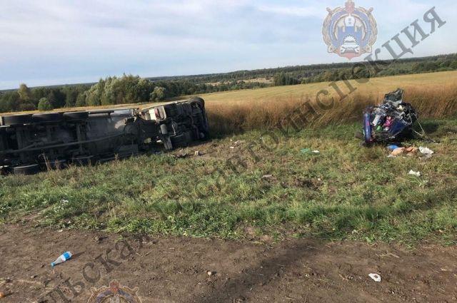В аварии с грузовиком в Ясногорском районе погиб водитель Nissan