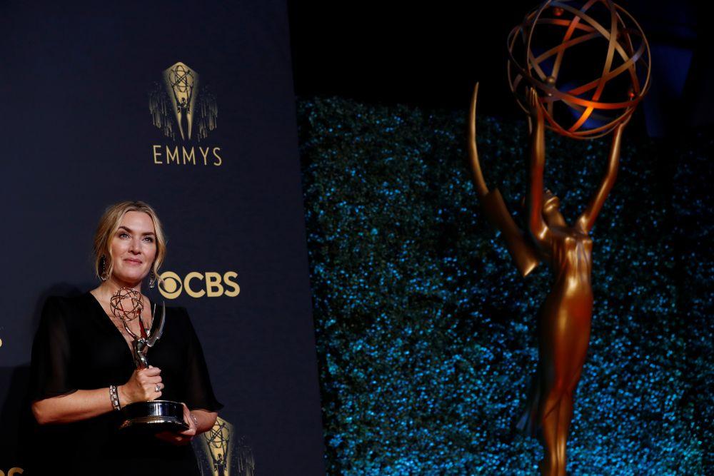 Актриса Кейт Уинслет завоевала награду академии телевидения США «Эмми» за главную роль в мини-сериале «Мейр из Исттауна»