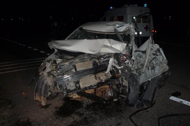 В Удмуртии при столкновении легковушки и грузовика пострадал мужчина