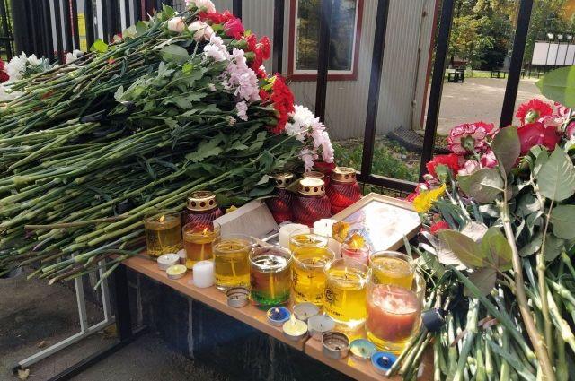 Пермь скорбит: в ПГНИУ прощаются с погибшими 20 сентября во время стрельбы.