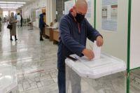 Герой России Алексей Кораблёв, спасший в боях на Кавказе в 2000 г. своих товарищей, проголосовал по месту жительства - в Чистополе.