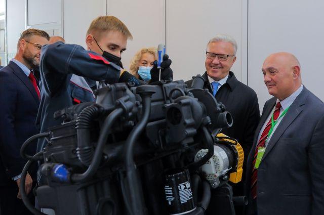 Губернатор оценил оснащённость четырёх новых мастерских техникума.
