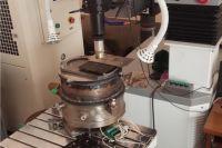 Экспериментальная установка лазерной сварки в вакууме.