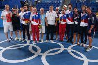 Сборная России потеннису наИграх вТокио завоевала больше всех олимпийских наград. Вцентре— Шамиль Тарпищев.