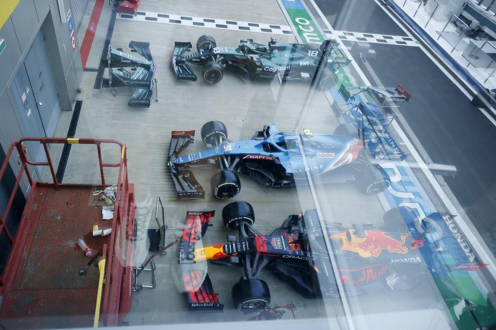 Во время подготовки к этапу чемпионата мира по кольцевым автогонкам в классе «Формула-1» — Гран-при России в Сочи