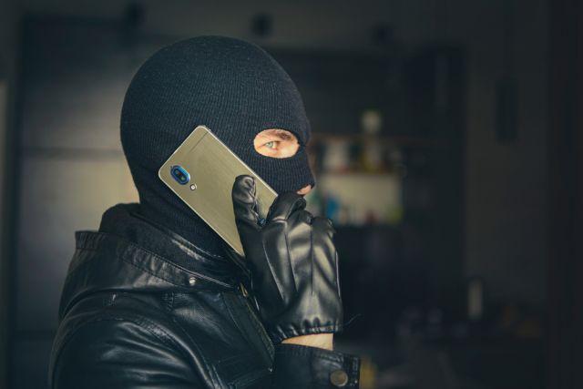 «Позвонили из полиции, сказали, что мои деньги хотят украсть». Это аферисты