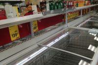 Утром и вечером в магазинах Снежногорска пустые полки.