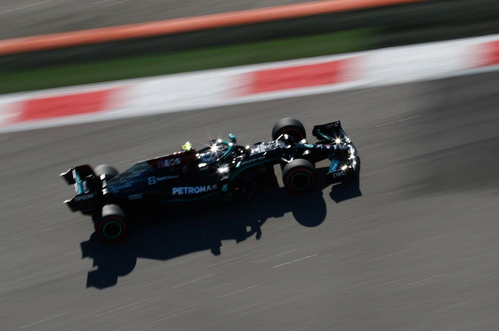 Пилот команды Mercedes AMG Petronas Валттери Боттас во время свободного заезда на российском этапе чемпионата мира по кольцевым автогонкам в классе «Формула-1» Гран-при России в Сочи