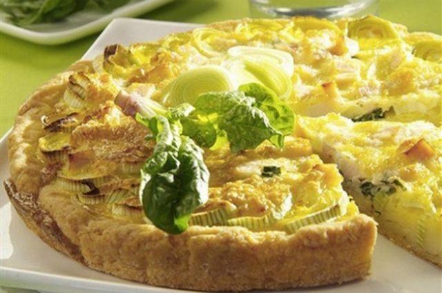 Открытый пирог с сыром и луком-пореем: пошаговый рецепт приготовления.