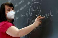 COVID-19. Зарплаты учителей на «дистанционке» и шансы колоть третью дозу.
