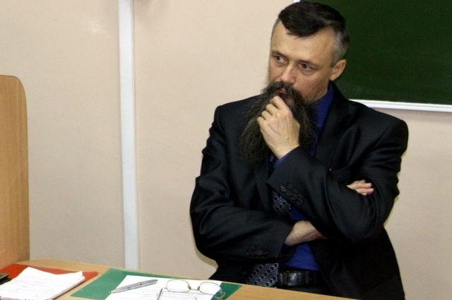 Профессора Сыромятникова, который не прервал лекцию во время трагедии в пермском университете, травят в виртуальном мире соцсетей и реальной жизни.