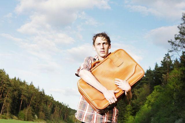 Неуверенный человек старается занять как можно меньше места.