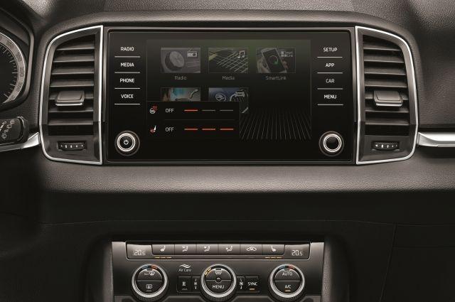 Владельцам автомобилей доступны функции мобильных приложений «Яндекс Карты» и «Навигатор» непосредственно на экране мультимедийной системы
