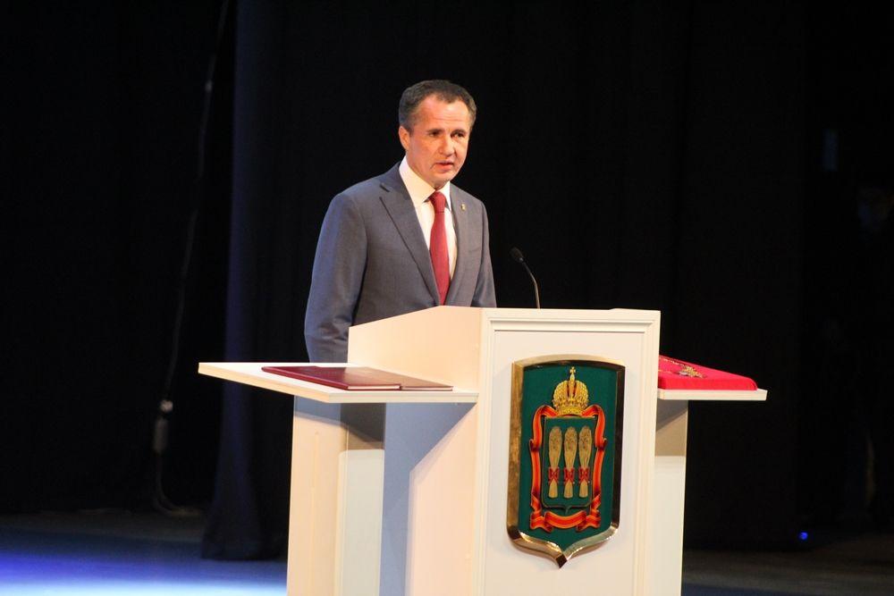 Поздравить приехал и земляк Вячеслав Гладков - глава Белгородской области.