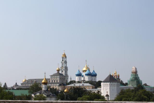 Свято-Троицкая Сергиева Лавра под Москвой — один из древнейших и крупнейших монастырей России.
