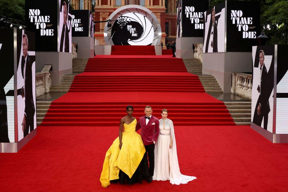 Актёры Лашана Линч, Дэниел Крейг и Леа Сейду (слева направо)