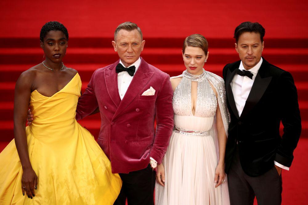 Актёры Лашана Линч, Дэниел Крейг, Леа Сейду и режиссёр Кэри Фукунага (слева направо)