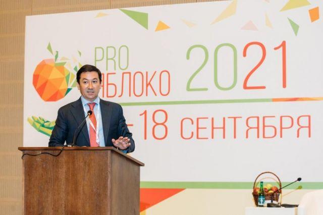 По словам Евгения Титова, российским садоводам надо добиваться повышения урожайности, а для этого нужно осваивать суперинтенсивные технологии