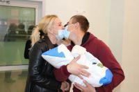 Мать встретилась с сыном только спустя месяц после его рождения.