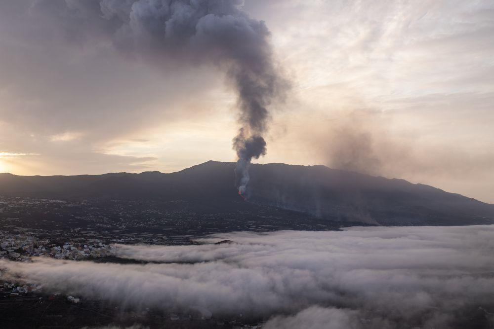 Над расположенным недалеко от вулкана пляжем под названием Плайя-Нуэва стоит облако пара