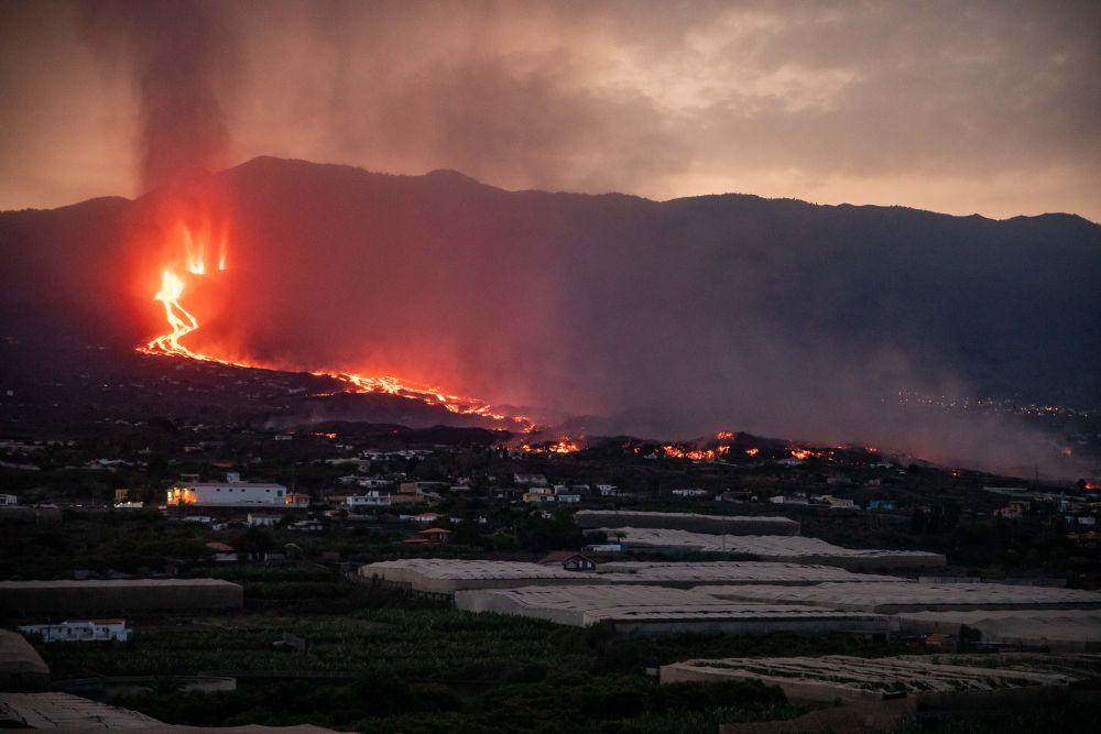 Вулкан на острове Пальма (Канарские острова, Испания) уничтожил уже почти 600 зданий