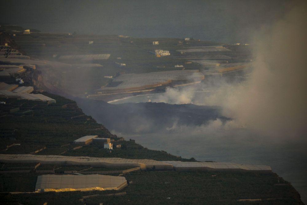 Достигшая океана лава на Пальме образовала «остров» шириной 500 метров