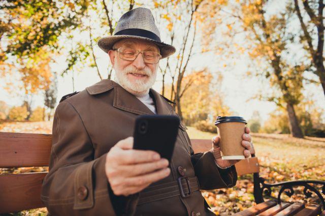 Трафик вырос. Россияне старше 65 чаще используют мобильный интернет