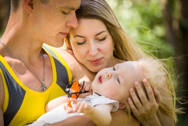 Вот уже почти год родители Арсения Лихачева собирают деньги на укол Золгенсма, стоимостью 150 миллионов рублей.