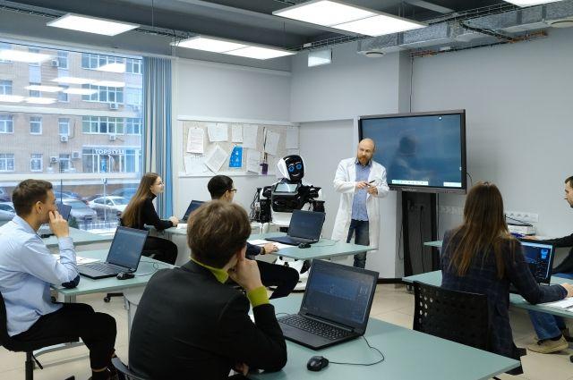 Робот-учитель объявил имена лауреатов конкурса Учитель года России  2021