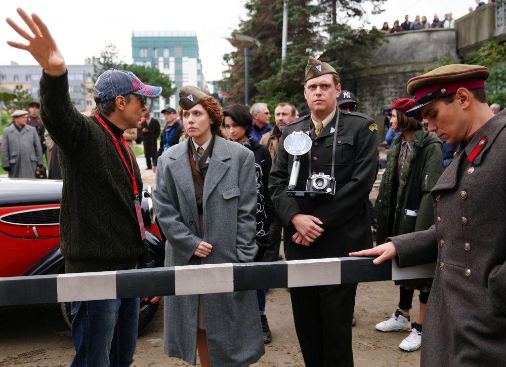 Режиссёр Николай Лебедев (слева) во время съёмок исторического фильма «Нюрнберг»