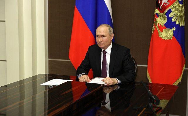 Путин наградил космонавтов орденом За заслуги перед Отечеством