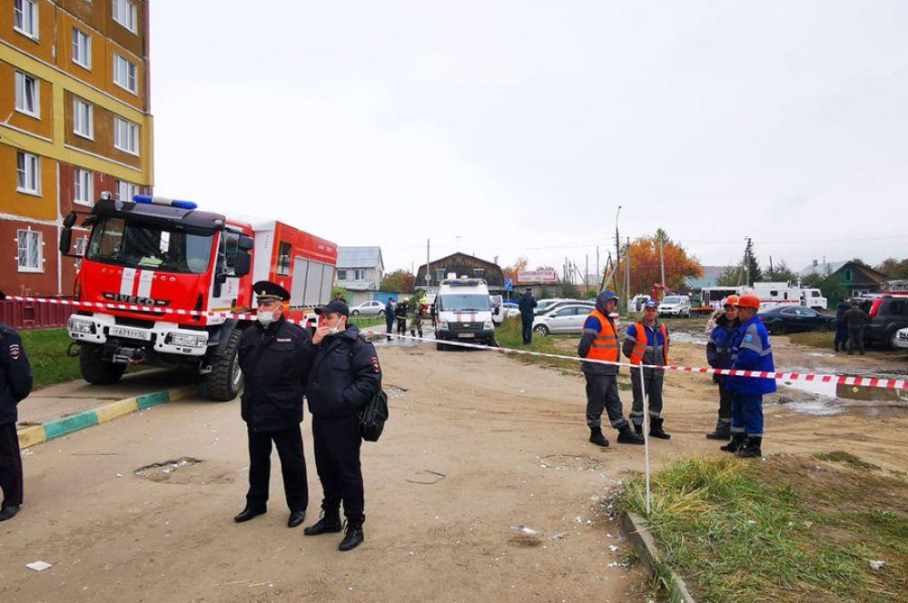 75 человек работают на месте происшествия на улице Гайдара, 18.