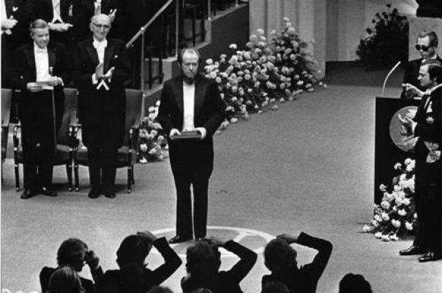 Великий русский писатель Александр Солженицын на церемонии вручения Нобелевской премии. Стокгольм, 10 декабря 1974 года.