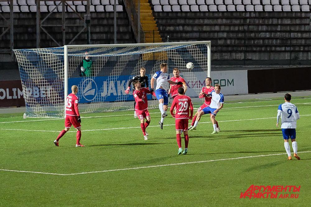 Футбольный матч «Звезда» – «Лада-Тольятти» в Перми.